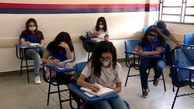 Sindicato de professores e Secretaria de Educação do AM discutem aulas presenciais - Desde que as aulas presenciais voltaram no Amazonas, aumentou o número de casos de profissionais da educação com Covid.