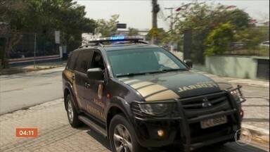 PF prende em SP duas pessoas suspeitas de participar de fraude do auxílio emergencial - Segundo as investigações, funcionários públicos fazem parte da quadrilha que alterava dados cadastrais.