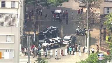 Assalto termina em morte no Cambuci - Rua Pedro Severiano foi bloqueada após um latrocínio na manhã desta quarta-feira (9)