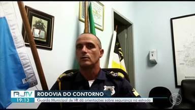 Guarda Municipal de Volta Redonda orienta sobre segurança na Rodovia do Contorno - Rodovia é uma das principais entradas da cidade e tem registrado muitos acidentes, segundo o comandante.