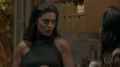 Carolina avisa que vai voltar a morar sozinha - A jornalista conversa com Dorinha sobre a situação de Leila