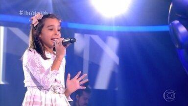 Relembre a trajetória da participante Lívia Corrêa nas Audições às Cegas - Confira a emoção ao se apresentar no palco do 'The Voice Kids'