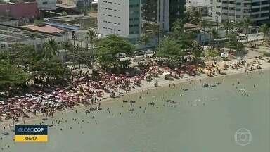 Fim de semana é de movimento intenso em praias do Grande Recife - Em alguns locais, o distanciamento não foi respeitado.