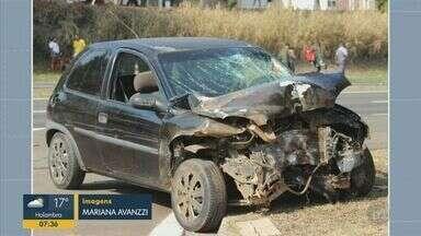 Acidente entre caminhão bitrem e carro deixa feridos em rodovia de Cosmópolis - De acordo com a concessionária, uma das vítimas ficou em estado grave. Não houve congestionamento no local.