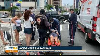 Carros batem em cruzamento e uma pessoa fica ferida - Acidente aconteceu em Tambaú, na manhã desta segunda-feira (14).