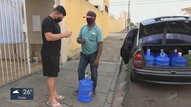 Venda de água mineral dispara com o calor em São Carlos - Comerciantes estão repondo estoque com mais frequência e até contratando mais funcionários.