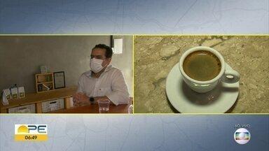 Médico tira dúvidas sobre consumo de café e cafeína - Cardiologista José Coutinho afirmou que existem mitos relacionados à bebida.