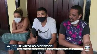 Reintegração de posse: famílias são retiradas de um casarão no Centro do Rio - No local, moravam 60 pessoas e a reintegração está sendo pacífica.