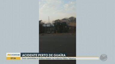Dois ficam feridos em acidente com 2 caminhões e ônibus em Guaíra, SP - Veículos colidiram em trecho da Rodovia Fábio Talarico no final da tarde de terça-feira (15).