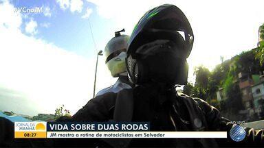 Repórteres trafegam sobre duas rodas e mostram os desafios enfrentados pelos motociclistas - Veja como foi o giro em Salvador, feito por Sérgio Pinheiro e Cid Vaz.