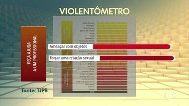 Assassinatos de mulheres sobem no 1º semestre no Brasil, segundo Monitor da Violência - Houve um crescimento de 2% nos homicídios de mulheres e uma leve alta de 1% nos feminicídios. Mas registros oficiais de lesões corporais, estupros e estupros de vulneráveis caíram no país. Pesquisadoras dizem que não houve diminuição da violência, e sim menos denúncias em meio à quarentena. O Monitor da Violência é divulgado pelo G1.