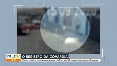 Polícia investiga caso da mulher morta na garagem de casa em Campos, no RJ - Imagens de câmera de segurança flagram o momento em que Mara Cristina Tavares, de 55 anos, é assassinada a tiros.