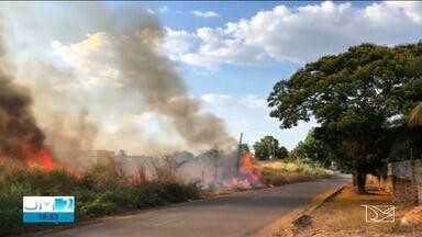 Fumaça tem prejudicado a saúde de moradores do Angelim - Veja mais informações com a repórter Laís Rocha.