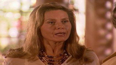Capítulo de 02/10/2001 - Ali amaldiçoa Jade. Deusa descobre que não é infértil. Jade garante à prima que só se casará por amor. Latiffa se encanta por Said. Lucas e Jade ficam cara a cara.
