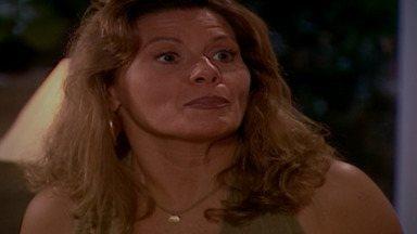 Capítulo de 09/10/2001 - Zoraide lê a sorte de Jade e vê Lucas duas vezes em sua vida. Lucas começa a se recuperar e pergunta por Diogo. Simone fala a Deusa sobre inseminação artificial.