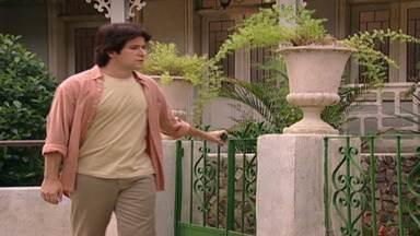 Capítulo de 15/10/2001 - Maysa se emociona ao ver sua foto na cabeceira de Diogo e é consolada por Lucas. Lucas explica para Jade que não pode leva-la para morar em sua casa. Yvete encontra Lucas.