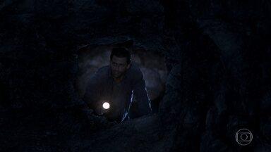 Cassiano e Duque têm dificuldades de encontrar a saída do túnel - Os dois acabam perdidos no labirinto novamente, mas não desistem