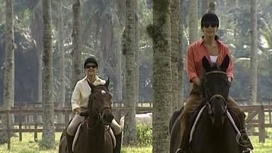 Alma e Cíntia cavalgam juntas - undefined