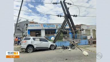 Idoso morre e duas pessoas ficam feridas após motorista perder direção do veículo - Idoso morre e duas pessoas ficam feridas após motorista perder direção do veículo em Estância.