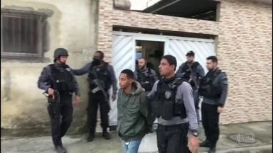 Quatro pessoas são presas em operação contra a milícia no Rio - Operação é do Ministério Público e da polícia civil. Grupo criminoso é acusado de abrir franquias do crime na Baixada Fluminense.