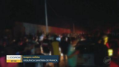 PM e Vigilância Sanitária encerram festa com 2 mil pessoas em Franca - Evento era realizado em chácara às margens da Rodovia João Traficante.