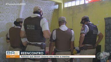 Garota que foi atingida por bala perdida em Cajazeiras recebe a visita de policiais - A menina Verônica tem apenas 12 anos de idade e ficou 11 dias internada.