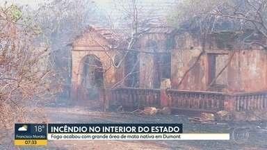 Incêndio destrói área agrícola em Dumont, no interior do estado - Antiga sede de uma das fazenda foi consumida pelas chamas.