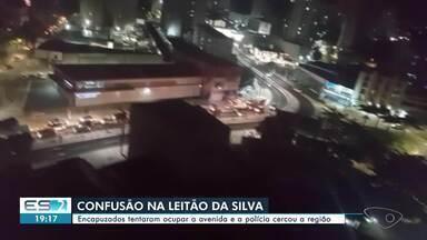 Moradores do Jaburu fazem protesto na Leitão da Silva, em Vitória - Manifestantes jogaram objetos em direção à avenida. Trânsito foi desviado até 22h, mas já está liberado nesta terça-feira (29).