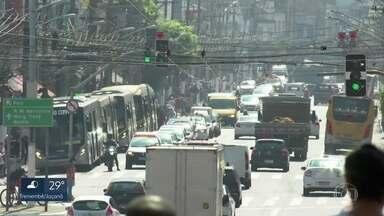 São Paulo tem o dia mais quente do ano - A capital teve a segunda temperatura mais quente desde 1943, quando começaram as medições do Instituto Nacional de Meteorologia. A temperatura oficial passou dos 37 graus.