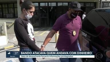 Polícia prende neta de despachante que ajudava quadrilha a roubar cargas - Os bandidos atacavam motoristas na zona leste da capital e em Guarulhos. Em muitos casos, eles conseguiam informações privilegiadas de uma neta de um despachante para realizar os crimes.