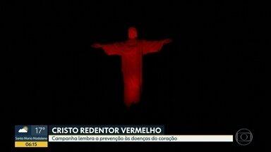 Cristo Redendor fica vermelho para lembrar doenças do coração - Ação faz parte de campanha.
