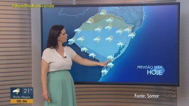 Chuva predomina no RS nesta quinta-feira (1º); há alerta de temporais - Temperaturas seguem altas.
