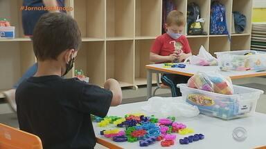 Após testes em profissionais de escolas, educação infantil retoma atividades em Lajeado - Professores buscam formas didáticas de explicar aos alunos sobre as regras de segurança.