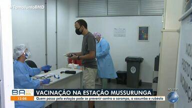 Vacinas contra o sarampo são aplicadas em estações de ônibus da capital baiana - Ação acontece nesta quinta-feira em Mussurunga.