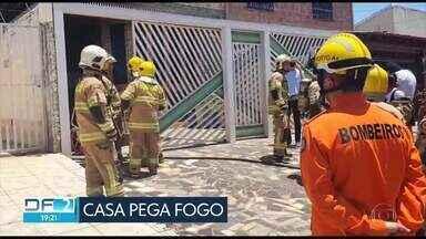 Bombeiros salvam criança de casa que pegou fogo em Taguatinga - Veja também:- Polícia descobre laboratório de cocaína em Ceilândia;- Cão farejador da PM encontra 83 tabletes de maconha em ônibus.