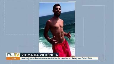 Morre turista petropolitano baleado na praia do Peró, em Cabo Frio, no RJ - Carlos Manoel Farroco, de 24 anos, foi atingido por pelo menos três tiros durante uma tentativa de assalto no dia 23 de agosto. Ele passou por cirurgias e estava internado em um hospital em Araruama, mas não resistiu neste domingo (4).