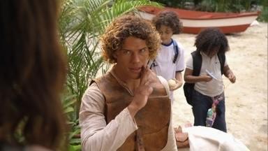 Candinho presenteia Lipe e William - Ele pede que as crianças cuidem de Ariana enquanto ele vai à casa de Dionísio levar o presente de Samuca