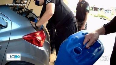 Polícia desarticula quadrilha suspeita de desvios de combustíveis - Investigação aponta que suspeitos aliciavam motoristas de caminhões-tanque.