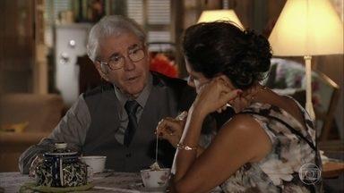 Samuel ri por causa dos ciúmes de Lindaura - Enquanto isso, Ester conta histórias para Samuca