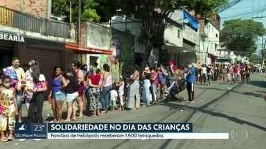 Ação solidária em Heliópolis no Dia das Crianças - Central Única das Favelas entregou 1.500 brinquedos para crianças de famílias pobres que moram na comunidade de Heliópolis, na zona sul da cidade de SP.