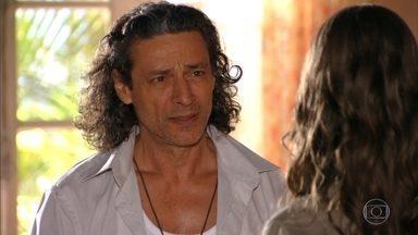 Marcia diz a Donato que a febre de Lipe tem origem emocional - Ela conforta a família dizendo que se trata de uma virose