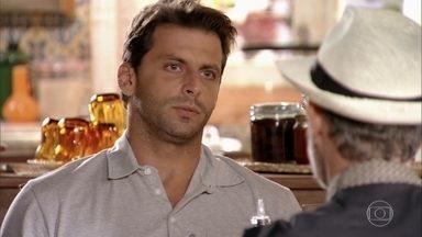 Cassiano diz à família que sente falta de Samuca - Ester permite que Taís pegue Samuca para passar a tarde com Cassiano