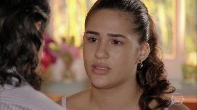 Marizé afirma a Donato que o ama - A adolescente se lembra da infância ao lado do pai e diz que sentiu falta dele