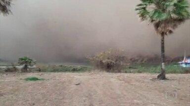 Nuvem de fumaça faz familias ribeirinhas deixarem suas casas - A chuva alivou um pouco a situação do Pantanal, mas não foi suficiente para diminuir os riscos de novos focos de incêndio.
