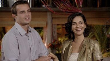 Ciro pede a mão de Mila em namoro - Todos se divertem durante o jantar