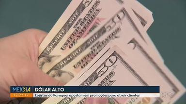 Depois de reabertura da Ponta da Amizade, dólar alto assusta compradores - Lojistas do Paraguai apostam em promoções para atrair clientes.