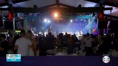 Bar com shows ao vivo adotam medidas de prevenção à Covid-19 - Mesas receberam divisórias e mais garçons foram contratados.