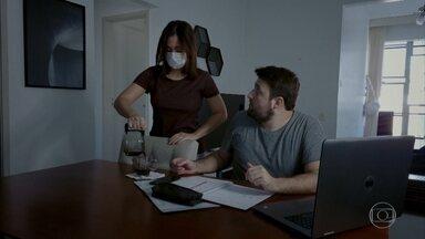 Usando máscara em casa - Evitando a COVID (e o buço).