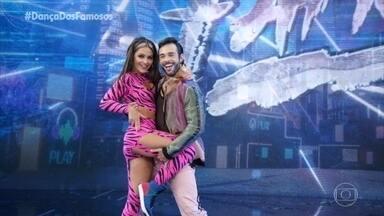 Giullia Buscacio dança 'Combatchy' com Danniel Navarro - Atriz se apresenta no 'Dança dos Famosos'