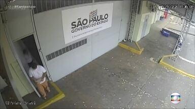André do Rap: imagens exclusivas mostram momentos da saída do traficante da cadeia; VÍDEO - Há 8 dias, o megatraficante teve autorização para sair da prisão e virou centro de uma grande polêmica. Fantástico explica o caso em detalhes.